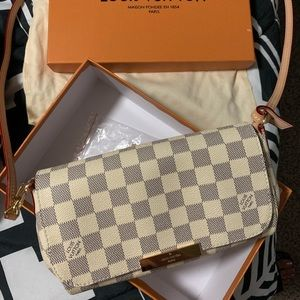 Favorite PM Louis Vuitton White clutch / crossbody